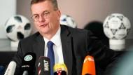 """""""Ich entschuldige mich dafür"""" – DFB-Präsident Reinhard Grindel"""