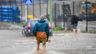 Plötzlich Wasserstraße: Die Stadt Hagen wurde teilweise überflutet.