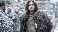 Ganz und gar keine Frostbeule: Jon Snow, einer der Haupthelden des Filmepos, ist so cool, dass die weiße Pracht auf seinen Locken einfach liegenbleibt.