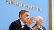 Romani Rose und Horst Seehofer bei der Vorstellung des Berichts in Berlin