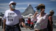 Vermummt am Matterhorn: Erst im Frühling 2021 dürfte das Geschäft mit ausländischen Gästen in der Schweiz wieder anziehen.