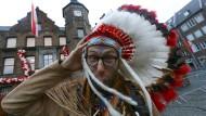 Dem Jeck zum Schreck: Schon vor drei Jahren fuhr eine Sturmlage den Karnevalisten gefährlich in die Parade.