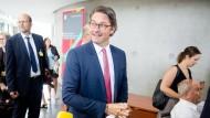 Verkehrsminister Scheuer auf dem Weg zum Verkehrsausschuss
