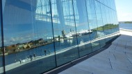 Innerhalb kürzester Zeit ist das Opernhaus neben der Skisprung-schanze auf dem Holmenkollen zum zweiten architektonischen Wahrzeichen Oslos geworden.