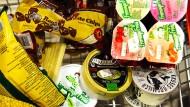 Koschere Produkte in einem Berliner Supermarkt.