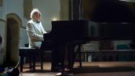 Konservativ, aber mit Skepsis: Dem Pianisten Alfred Brendel zum Neunzigsten