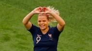 Ein Herz für die Fans: Eugenie Le Sommer jubelt über ihr Tor zum 1:0 über Südkorea.
