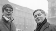 Vorbild für jüngere Dichtergenerationen: Zbigniew Herbert (rechts), hier bei einer Begegnung in Wien 1965 mit Peter Handke