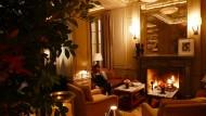Hier will ich bleiben: Das Kaminfeuer im Club Room scheint niemals auszugehen. Bis siebzehn Uhr genießen es die Gäste des Hotels unter sich, dann öffnen sich die Türen der womöglich kleinsten Bar New Yorks – und jeder ist willkommen.