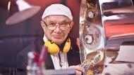 Eckhard Schulz verwandelt Ölfässer in Instrumente.