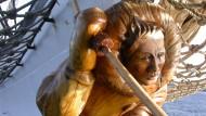 """Das Segelschiff """"Fridtjof Nansen"""" sticht in See – dank einer von Hartmann geschnitzten Galionsfigur."""