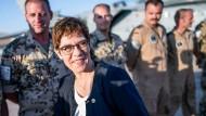 Annegret Kramp-Karrenbauer (CDU) auf der Luftwaffenbasis Al Azraq in Jordanien