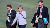 Bundeskanzlerin Angela Merkel mit Berater Christoph Heusgen (vorne rechts) 2016 in der Mongolei