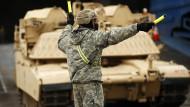 """Zukunft der Nato: Frischzellenkur gegen den """"Hirntod""""?"""