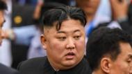 """""""Aus welchem Grund sollten wir diese Zugfahrt noch einmal machen?"""" Kim Jong Un ist enttäuscht über die gescheiterten Gespräche mit dem amerikanischen Präsidenten Trump."""