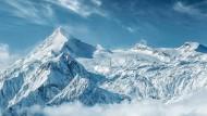 Naturschauspiel: Der Gletscher am Kitzsteinhorn ist seit 1965 für Skifahrer erschlossen. Der Nationalpark Hohe Tauern liegt gleich dahinter.