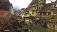 Heimliche Hauptstadt Colmar: herausgeputztes Fachwerk und überbordende Geranienflut.