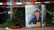 Wenn aus Worten Taten werden: Der Wahlkampfstand von Henriette Reker, damals Kandidatin für das Kölner Oberbürgermeisteramt, im Jahr 2015 nach dem Attentat auf sie.