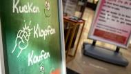 Hoffnungsträger: Bad Homburg, wo dieser Laden um Verbraucher wirbt, möchte das Tübinger Modell kopieren, wie eine Reihe anderer Städte auch