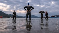 Der Start jedes Triathlons: Zuerst schwimmen alle, bevor es auf die Rad- und Laufstrecke geht.