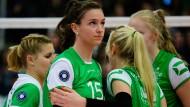 Chiara Hoenhorst (Nummer 15) will wieder Volleyball spielen.