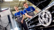 In Deutschland wäre von einem ungeregelten Brexit nach Ansicht der Wissenschaftler vor allem die Autoindustrie betroffen, besonders am VW-Standort Wolfsburg (Foto).