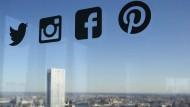 Logo von Pinterest (rechts), New York