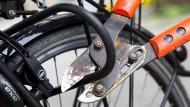 Auch ein Bügelschloss schützt nicht vor jedem Fahrraddieb.