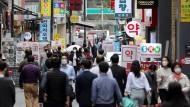 Geschäftiges Treiben im Einkaufsbezirk Myeongdong in Seoul: Südkorea ist bisher besser durch die Pandemie gekommen als viele andere Länder.