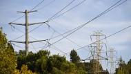 Ein Strommast im kalifornischen Orinda: In bewaldeten Gegenden hatte der Stromversorger Pacific Gas & Electric die Leitungen zwischenzeitlich lahm gelegt, um Brandkatastrophen zu verhindern.