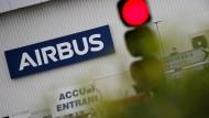 Der Eingang der Airbus-Betriebsstätte in der Nähe der französischen Stadt Nantes.