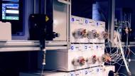 Das Chemielabor aus Potsdam führt alle Synthesen eigenständig durch. Bedienpersonal ist nicht erforderlich.