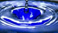 Trinkwasser wird von der WHO als Mikroplastikquelle entlastet.
