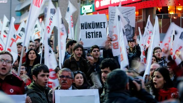 """""""Regierung zurücktreten"""" fordern Demonstranten am Donnerstag in Ankara"""