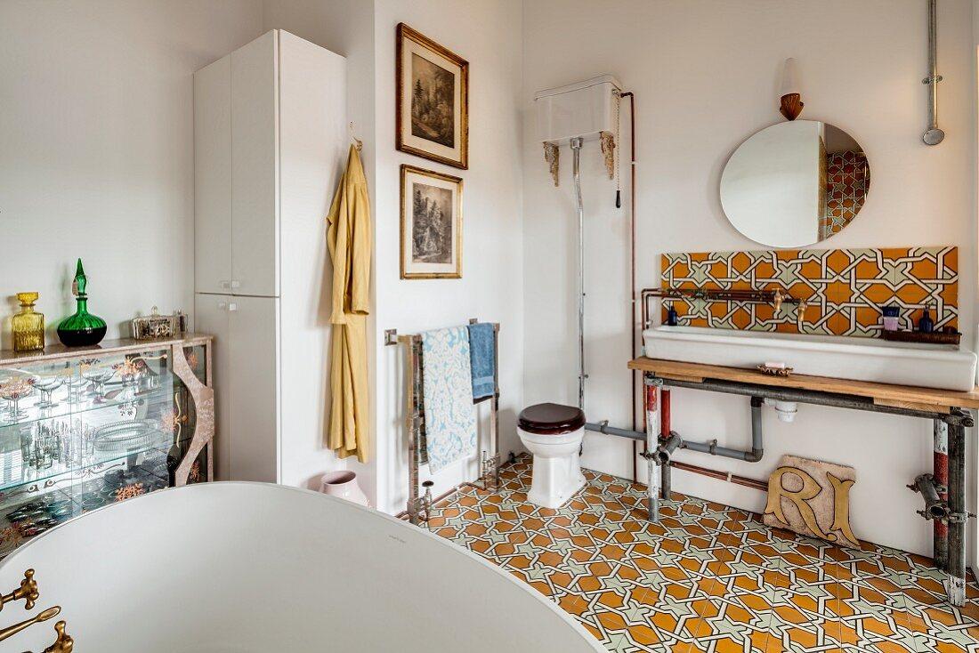 https www living4media com images 11971402 ornate floor tiles in eclectic retro bathroom