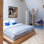 Doppelbett Aus Holz Im Dach Schlafzimmer Bild Kaufen 12595704 Living4media