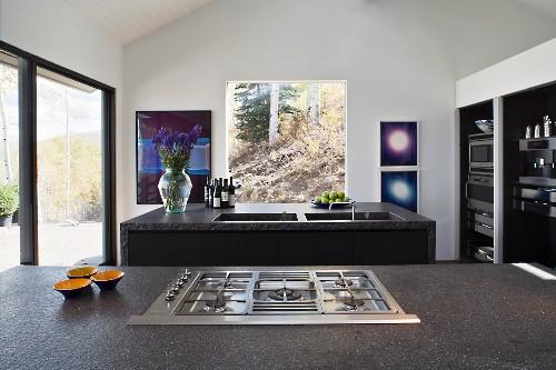 Gasherd in grauer Steinplatte vor … – Bild kaufen ...