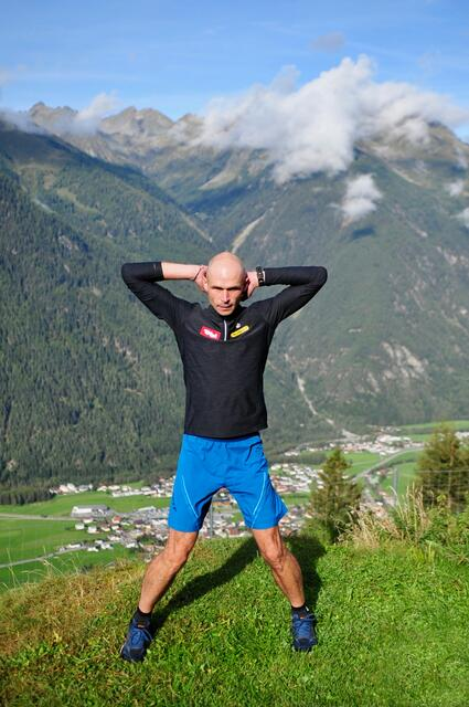 Fit for the winter with Gerald Kammerlander - Exercise 1: jumping jack