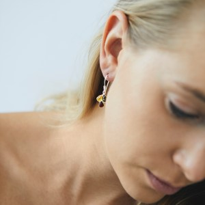 Dangle earrings with multi-coloured amber