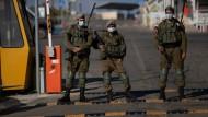 Verhandlungen zwischen zwei Feinden: Israelische Soldaten am 14. Oktober an der israelisch-libanesischen Grenze.
