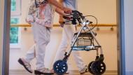 Die Pflegekosten steigen und damit auch der Eigenanteil der Bedürftigen.