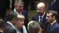 Vor fünf Wochen stand Angela Merkel  im vertrauten Kreis mit den anderen Regierungschefs zusammen. In der Corona-Krise gibt es nur eine Video-Konferenz.