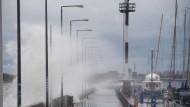 Sturmböen der Stärken 7 bis 9 sorgen für ungemütliches Wetter in Stralsund und eine Sturmflut an der Küste.
