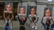 Frauen protestieren am 8. Juli 2019 in New York gegen Jeffrey Epstein. Nun ist der Unternehmer tot.