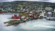 Mitten im Nordatlantik: Die Färöer-Inseln liegen etwa auf halber Strecke zwischen Schottland und Island.