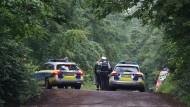 Feuerwehr und Rettungsdienst waren am Nachmittag mit vielen Helfern im Einsatz, die dicht bewaldete Absturzstelle bei Steinenbronn wurde weiträumig abgesperrt.