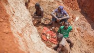 Knochenjob: Goldabbau in Uganda