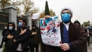 Trauer mischt sich mit Wut: Gedenkmarsch in Teheran