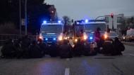 Proteste gegen die Abschiebungen in der Nähe des Flughafens in Schönefeld