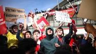 Arsenal-Fans wollen den Klubeigentümer Stan Kroenke loswerden.